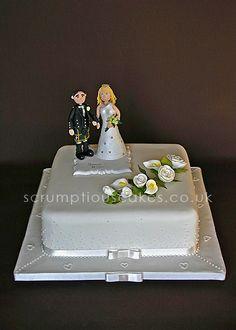 https://flic.kr/p/6bs33E   Wedding Cake (473) - Sugar Flowers & Personalised Topper
