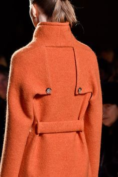 Victoria Beckham at New York Fashion Week Fall 2015 - Details Runway Photos Fashion Mode, New York Fashion, Womens Fashion, Victoria Beckham, Mode Mantel, Fashion Details, Fashion Design, Blazers, Winter Fashion