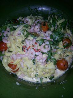 Räkor chili vitlök ruccola tomater och färsk pasta.... Snabbmat när den är som bäst.