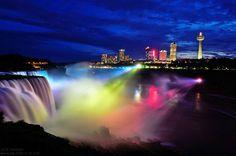 Las cataratas del Niágara de noche. Tus viajes por Estados Unidos y Canadá en www.5estrellasclub.com