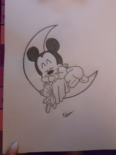 Disney Baby Mickey Mouse😍😘 - Disney Baby Mickey Mouse😍😘 drawing The Effective Pictures We - Cute Disney Drawings, Cool Art Drawings, Cute Drawings For Kids, Pencil Art Drawings, Easy Drawings, Drawing Art, Drawing Disney, Drawing Ideas, Disney Babys