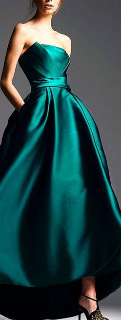 Love the color of this dress!! :-)