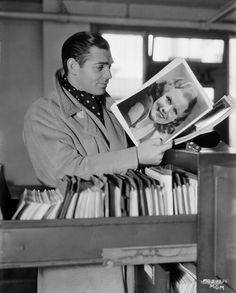 Clark Gable holding a Jean Harlow publicity photo.