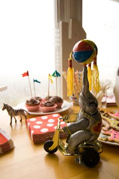 vintage circus party - love the elephant