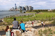 Governors Island National Monument - Points of Interest & Landmarks - Take a break from the crowd of New York and visit a unique and promising place of Governors Island National Monument One World Trade Center, East River, Empire State Building, Take A Break, Usa News, Skyline, Things To Do, Dolores Park, Nyc