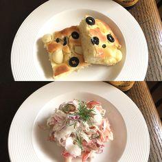 "Dinner : MENU Salad of ""kanikama""crab sticks : 紫玉葱と蟹カマのサラダ、クリームチーズソース Kanikama is imitation crab meat. Cream cheese sauce Bread of olive and garlic : オリーブとガーリックブレッド"