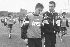 Jorge Valdano habla con Raúl en la vieja Ciudad Deportiva del Real Madrid, en 1994. EL MUNDO. Un balón, una final y un título esperando en su último partido como profesional. Raúl González tendrá este domingo encima de la mesa sus ingredientes favoritos, los que han marcado