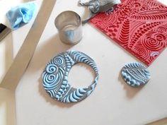 Tutoriel Tapis à reliefs : bijoux pâte polymère (bleu/gris) (Bijoux) - Femme2decoTV