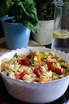 Καλοκαιρινή μακαρονοσαλάτα με λαχανικά - Just life Pasta Salad, Ethnic Recipes, Food, Crab Pasta Salad, Essen, Meals, Yemek, Eten