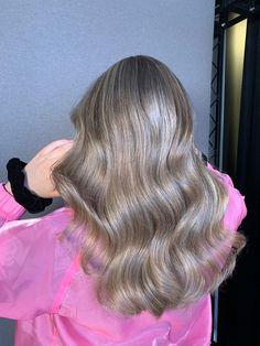 #fullheadhighlights #colorcorrectie #balayage U kunt een afspraak maken via Haarvisie.nl, U kunt een afspraak maken via Haarvisie.nl, whatsapp of telefonisch Wateringen 06-828 72 625, 017-426 63 65 Rijswijk 06-304 77 560, 070-336 83 28whatsapp of telefonisch Wateringen 06-828 72 625, 017-426 63 65 Rijswijk 06-304 77 560, 070-336 83 28 Full Head Highlights, Long Hair Styles, Beauty, Long Hairstyle, Long Haircuts, Long Hair Cuts, Beauty Illustration, Long Hairstyles, Long Hair Dos