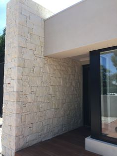 South Australian Limestone cladding in a mosaic pattern. South Australian Limestone cladding in a mo Exterior Stone Wall Cladding, Sandstone Cladding, House Cladding, Stone Facade, Wall Exterior, House Paint Exterior, Exterior House Colors, Facade House, Exterior Design