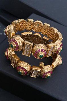 Gold Bangles Design, Gold Jewellery Design, Gold Jewelry, Ruby Jewelry, Indian Bangles, Indian Jewelry, Indian Necklace, Gold Necklace, Bridal Jewelry Vintage