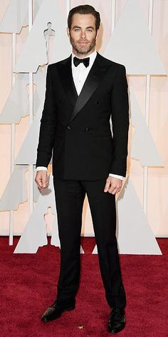 Chris Pine hit the carpet in a peak-lapeled, double-breasted tuxedo, with Fred Leighton and David Yurman accessories at the Oscars 2015 (held in Hollywood on Sunday, Feb. Chris Pine, Glamour, Black Double Breasted Suit, Gq, Black Tie Attire, Black Tux, Best Dressed Man, Vogue, Eddie Redmayne