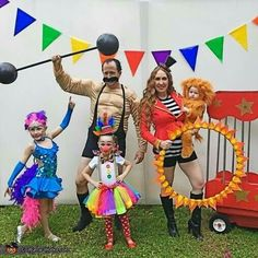 lion tamer family halloween costume contest at costume. Black Bedroom Furniture Sets. Home Design Ideas