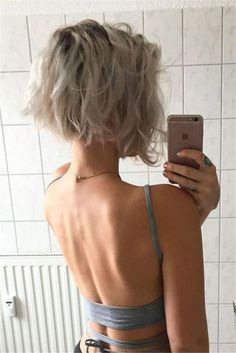 Short Trendy Hairtyle, Curly Blonde Pixie Bob - Hairstyles For Women Wavy Bob Haircuts, Messy Bob Hairstyles, Haircut Short, Hairstyles 2018, Chic Hairstyles, Haircut Bob, Natural Hairstyles, Short Trendy Haircuts, Hairstyle Ideas