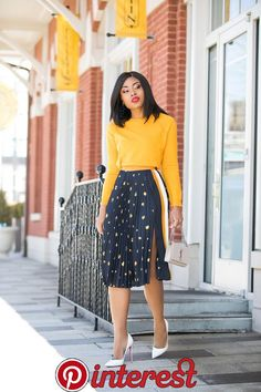 If you are still indecisive about pleated skirts, here is fun printed pleats skirt to try in time for spring. This is another way to style pleated skirts. Business Casual Outfits, Classy Outfits, Chic Outfits, Work Fashion, Skirt Fashion, Fashion Dresses, Fashion Fashion, Latest Fashion, Autumn Fashion