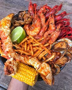 The Kickin' Crab – Find The Best Foodie Spots! 🍕 (Foodie Approved Eats) The Kickin' Crab – Find The Best Foodie Spots! I Love Food, Good Food, Yummy Food, Healthy Food, Comida Picnic, Seafood Boil Recipes, Cajun Seafood Boil, Seafood Boil Party, Seafood Stew