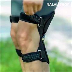 PowerLift Knee Support Pads Pair) Each pad can withstand a weight of up to 20 kgs. It can lighten about 40 kgs from your own weight! Makes you feel light Fitness Factory, Online Fitness, Fitness Bodybuilding, Band Workout, Posture Correction, Cool Inventions, Muscle Pain, Knee Pain, Useful Life Hacks