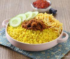 Nasi kuning bisa dibuat dengan cara yang sederhana. Perhatikan langkah-langkahnya agar hasilnya maksimal. Pelengkap bisa kita pilih sesuai selera. Indonesian Food, Indonesian Recipes, Nasi Goreng, Asian Recipes, Ethnic Recipes, Steamed Rice, Rice Noodles, Macaroni And Cheese, Food And Drink