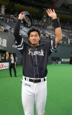 札幌ドームで行なわれたクライマックスシリーズ第戦はホークスが日本ハムにで逆転勝ちしました 点を追う回本多選手のタイムリーで同点に追いつくと死一三塁の場面で柳田選手が決勝打を放ちました 土壇場で意地をみせてくれましたね tags[福岡県]
