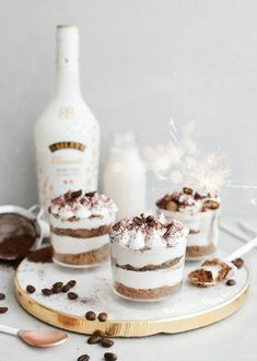 Easy Vegan Tiramisu ft Baileys Almande - January 11 2019 at - and Inspiration - Yummy Meals - Recipes Ideas - And Kitchen Motivation - Delicious Comfort Foods - Fans Of Food Addiction - Decadent Lifestyle Choices Vegan Tiramisu, Tiramisu Recipe, Tiramisu Cake, Vegan Treats, Vegan Foods, Gourmet Foods, Baileys Torte, Baileys Tiramisu, Vegan Baileys