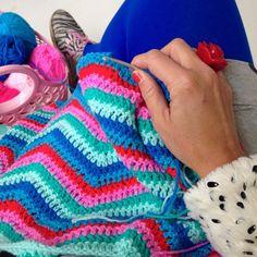 1,516 vind-ik-leuks, 48 reacties - A N N E M A R I E (@studiohipenstip) op Instagram: '💙 Zigzag crochet 💙 #workinprogres #present #zigzag #crocheting #crochetersofinstagram…'