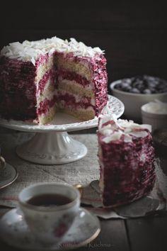Cream cake with black currant