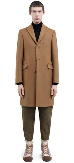 Acne Studios Garret camel beige is a heavy melton coat with a less fitted silhouette. Smart Casual, Casual Looks, Wool Overcoat, Acne Studios, Normcore, Menswear, Man Shop, Beige, Mens Fashion