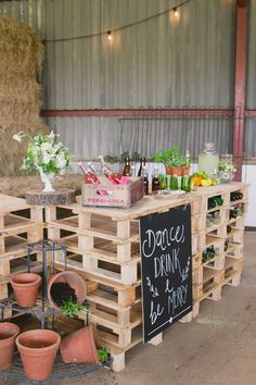 Creative Brides put together this gorgeous shoot today and I am thrilled to share the results here on WWW. Taking inspiration from the stunning industrial shed Diy Wedding Bar, Pallet Wedding, Diy Wedding Decorations, Eco Wedding Ideas, Wedding Vows, Diy Garden Bar, Prosecco Bar, Pallet Bar, Diy Pallet