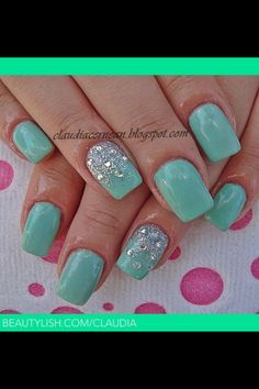 Sparkly, mint green nails