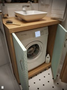 Where to Put the Washing Machine in a Small Place 7 Clever Options 01 Seven clever options to store a washing machine in small apartments. There are a number of issues that concern all owners of small apartments. House Bathroom, Small Washing Machine, Tiny House Bathroom, Cool Apartments, Bathroom Styling, Apartment Bathroom, Bathroom Design Small, Bathroom Design, Bathroom Decor