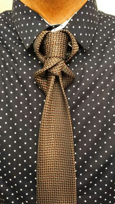 (BY BORIS MOCKA AKA THE JUGGER KNOT) Cool Tie Knots, Bow Tie Knot, Prom Shoes, Suit And Tie, Gentleman Style, Tie Dress, Cool Outfits, Menswear, Mens Fashion