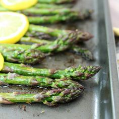 Simple, quick and fresh! This Roasted Lemon Asparagus is just that. 👇👇👇… Simple, quick and fresh! This Roasted Lemon Asparagus is just that. Parmesan Asparagus, Lemon Asparagus, Baked Asparagus, Asparagus Recipe, Garlic Parmesan, Garlic Aioli, Bomb Sauce, Chicken With Olives