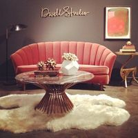 dark, rich, cozy charcoal brown wall - check; fuzzy, shaggy wool rug - check; awesome pink deco sofa - WANT!!!!