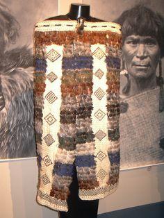 Korowai-Maori Cloak | Flax Weaving, Basket Weaving, Maori Patterns, Feather Cape, Maori Designs, New Zealand Art, Marquesan Tattoos, Maori Art, Art Carved