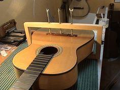 http://guitarra.artepulsado.com/foros/showthread.php?4916-A-vueltas-con-el-barniz
