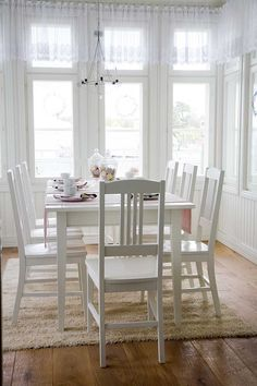 Boknäs huonekalut Kitchen Dining, Dining Room, Dining Chairs, Dining Table, Serenity Now, Windows, Furniture, Diy, Home Decor