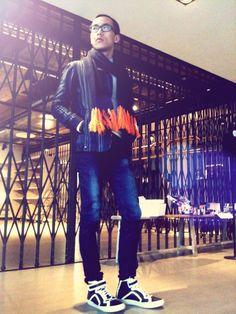「無論時裝潮流如何一浪接一浪,Denim 就是不死的傳說,你我他衣櫃中總有幾件。分別是,今年名人名模潮星都大力追捧 Skinny Jeans,所以 ,一條款式和剪裁都稱心合腿的 Skinny Jeans 將會係是今季入貨的 Top List。」- Christophe Wong