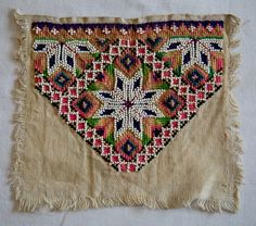 Bilderesultat for bunad hodeplagg hordaland Scandinavian Embroidery, Peyote Stitch, Traditional Dresses, Beaded Embroidery, Norway, Loom, Folk Art, Needlework, Bohemian Rug