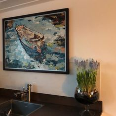 The blue grapes are lovely in our kitchen     Our latest blog is available in many languages see the link in my bio.   #houseboat #houseboats #varendwoonschip #woonschip  #wonenophetwater #binnenvaart #myinterior #ship #vessel #maritime #maritiem #meerval #aanboord #dreamdaredo #luxemotor #inlandshipping #sailing #wayofliving #bluegrapes #kitchen Houseboats, Languages, Sailing, Ship, Link, Artwork, Kitchen, Blog, Idioms