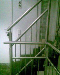Specjalizujemy się w produkcji  balustrad przy schodach i balkonowych, poręczy, schodów, bram. Nasze wyroby wykonywane są ze stali nierdzewnej, które wyróżnia   wysoka jakość  wykonania. Dodatkowo cechuje je niepowtarzalny wygląd. Nasze usługi i produkty wykonujemy dla klientów indywidualnych jak i dla firm. Staramy się , aby nasze wzornictwo było różnorodne a tym samym spełniało oczekiwania  naszych klientów.
