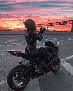 Motorbike Girl, Motorcycle Bike, Motorcycle Girls, Motorcycle Quotes, Biker Chick, Biker Girl, Triumph Motorcycles, Cars And Motorcycles, Sportbike Motorcycles