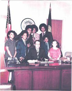 Former Atlanta mayor Sam Massell with the Jackson family April 7, 1971.