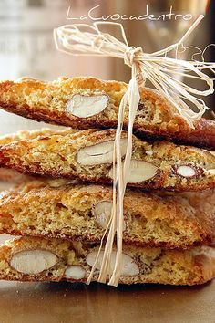 Biscuits from Prato by Giovanni Pina - The Cook Inside - Biscotti - Biscotti Cookies, Biscotti Recipe, Biscotti Biscuits, Almond Cookies, Cake Cookies, Italian Cookie Recipes, Italian Cookies, Italian Biscuits, Pistachio Biscotti