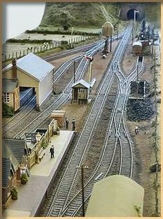 GWR Modelling provides links, notes, galleries and inspiration for modellers of the Great Western Railway in Britain N Scale Model Trains, Model Train Layouts, Image Train, Lionel Trains Layout, Ho Scale Train Layout, Model Railway Track Plans, Ho Trains, Train Tracks, Railroad Tracks