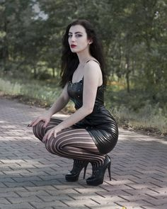Hot Goth Girls, Gothic Girls, Goth Beauty, Dark Beauty, Gothic Outfits, Sexy Outfits, Goth Women, Sexy Women, Pernas Sexy