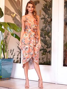 Our Dahlia Drape Dress is a must-have for a day at the races. The luxurious satin silk and gorgeous floral print, make this dress a stand out! Just add rose-gold accessories and your favourite nude heel!
