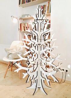 White recycled cardboard christmas tree por cardboardchristmas