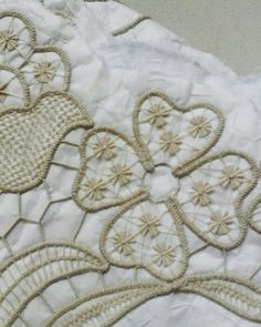 Embroidery Hungarian This Pin was discovered by nur Hungarian Embroidery, Learn Embroidery, Embroidery Stitches, Embroidery Patterns, Hand Embroidery, Irish Crochet, Crochet Motif, Crochet Lace, Russian Crochet