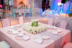 centre table tulipe, nappe rose poudre